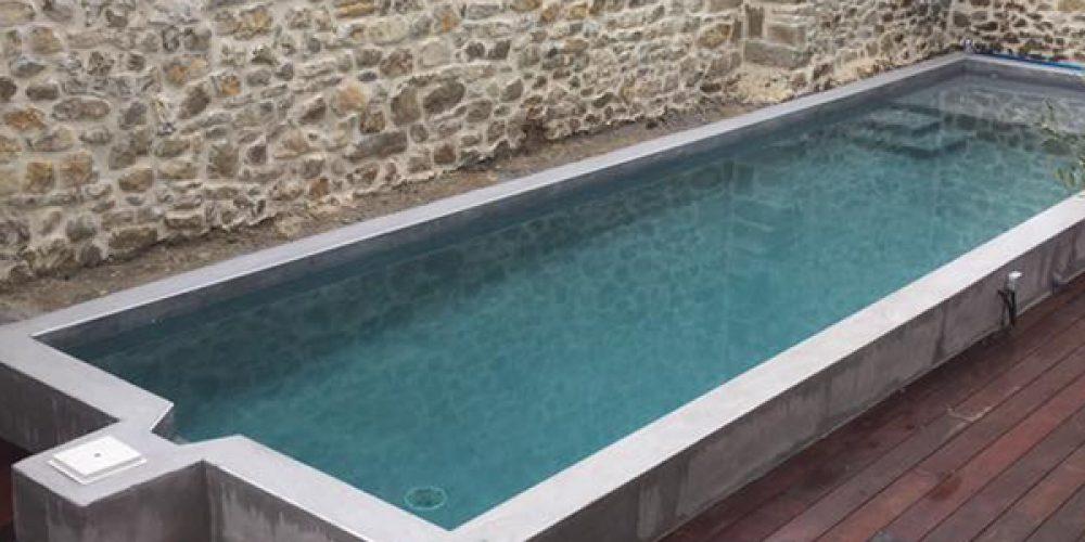 Pourquoi opter pour une piscine semi enterrée en béton ?